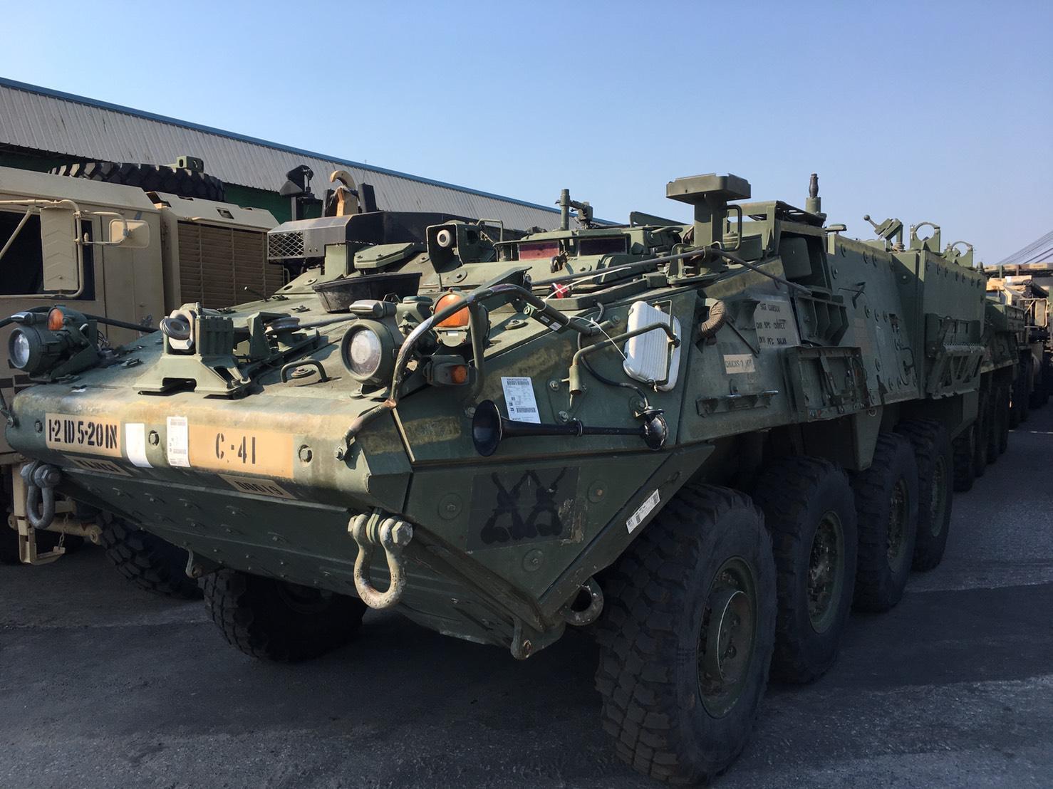 """มาแล้ว! กองทัพสหรัฐฯ ขน """"แบล็กฮอว์ก-ยานเกราะ"""" ซ้อมรบ คอบร้าโกลด์ 2019"""