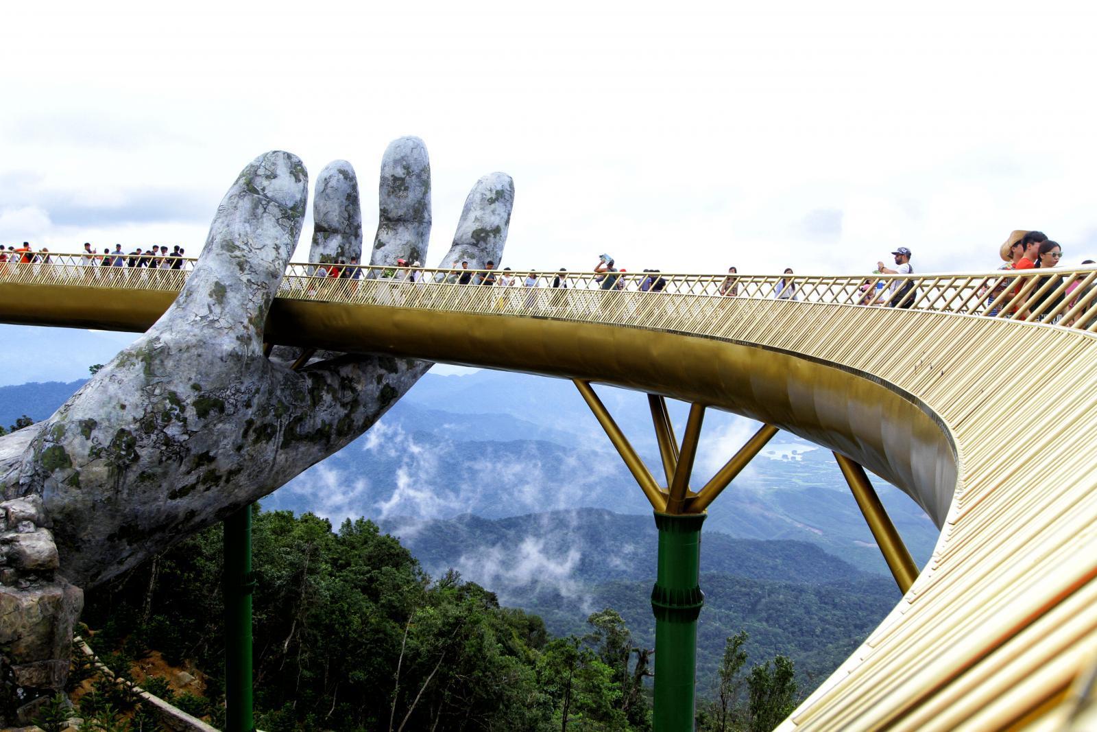 """""""สะพานสีทอง"""" เส้นด้ายของพระเจ้า แลนด์มาร์กแห่งใหม่ของเวียดนาม"""