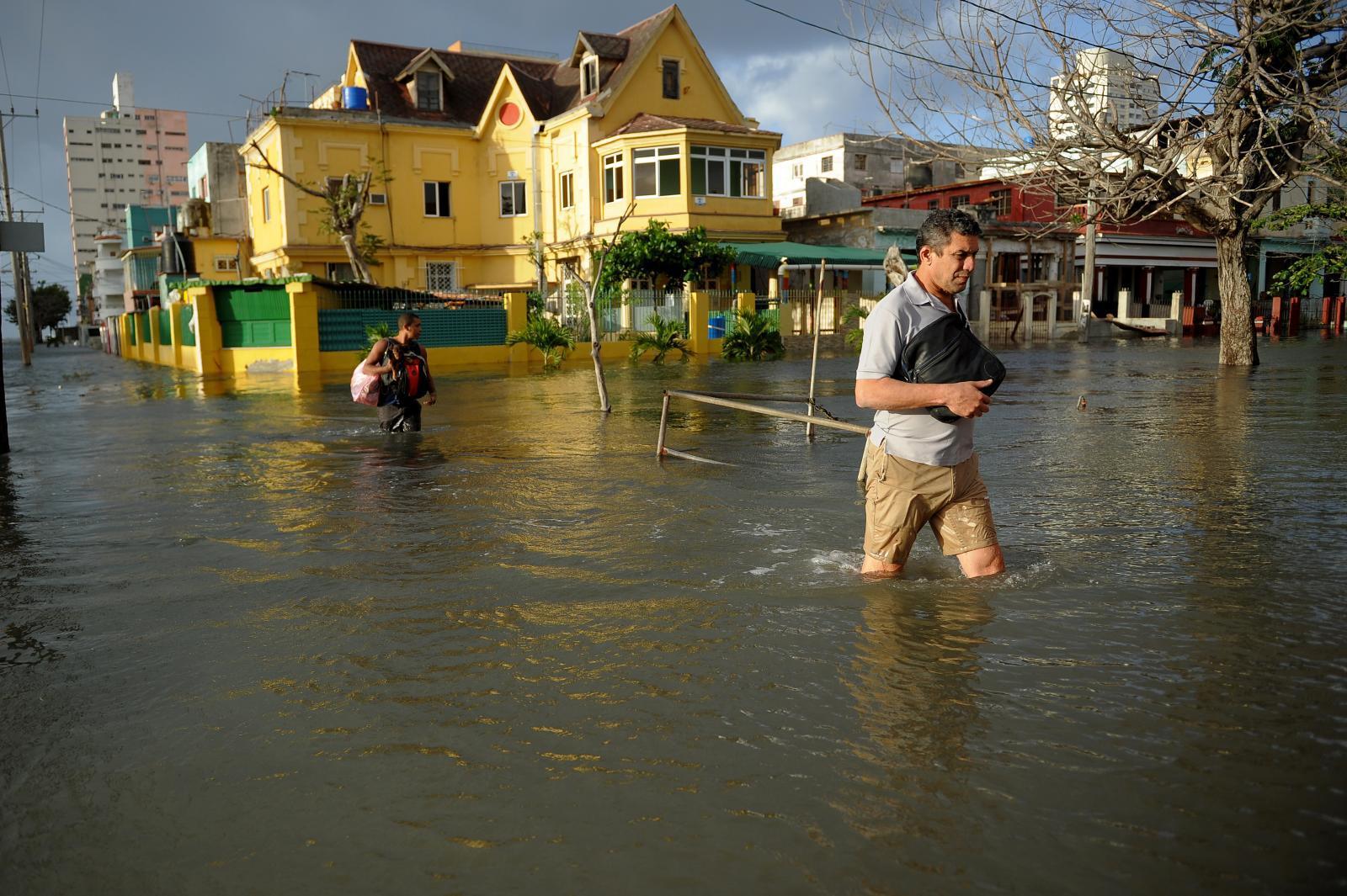 น้ำทะเลหนุนเมืองหลวงคิวบาเผชิญน้ำท่วม