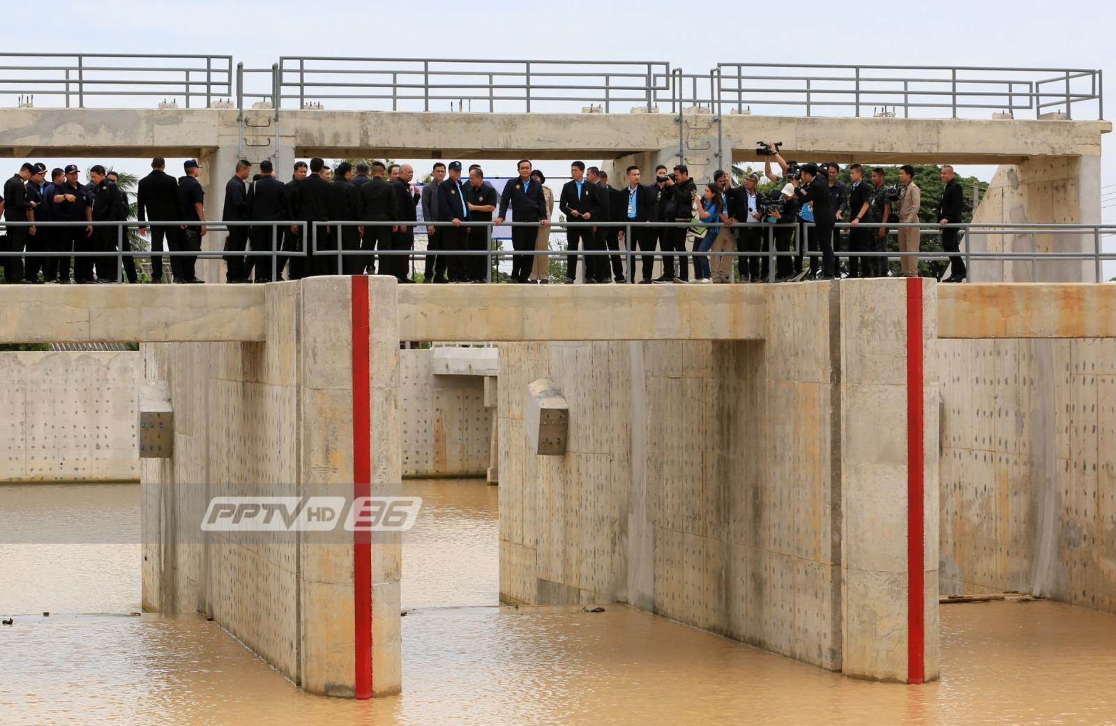 เขตตัวเมืองเพชรระดับน้ำเพิ่มสูงขึ้น แต่ยังไม่ล้นตลิ่ง
