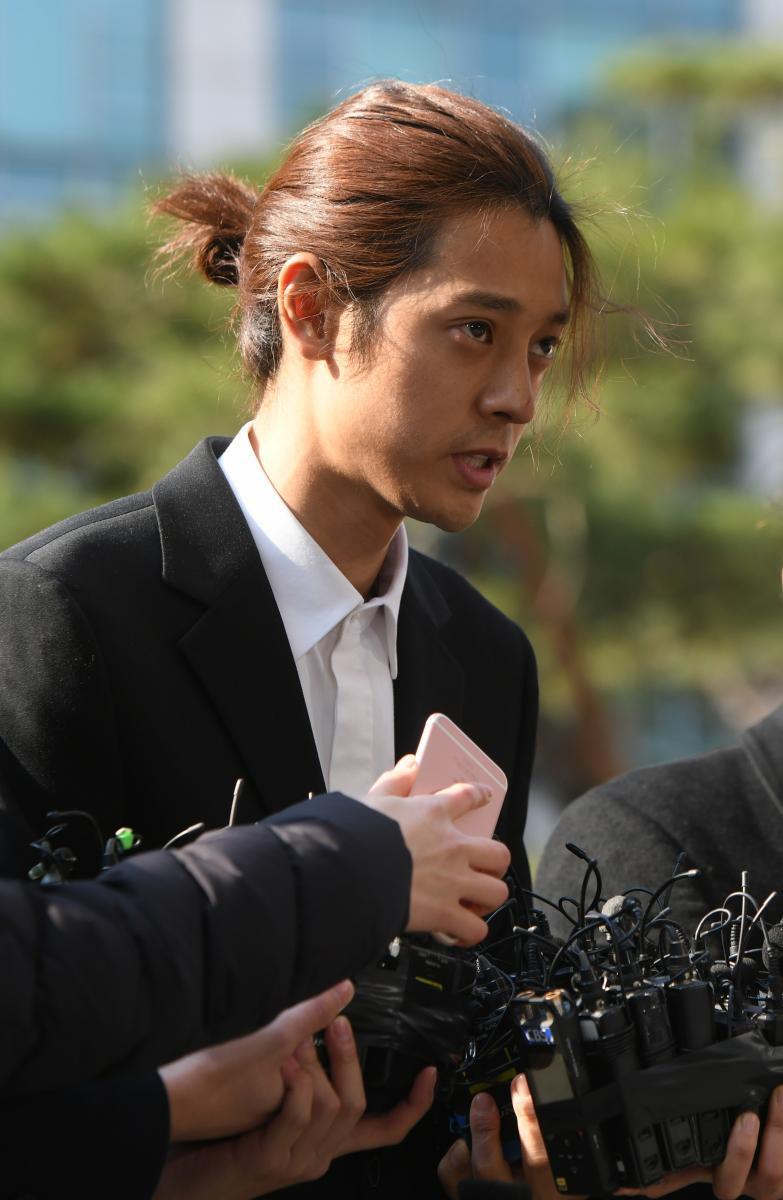 """""""ซึงรี – จุนยอง"""" ให้ปากคำตำรวจ กรณีเอี่ยวค้าประเวณี – ถ่ายคลิปมีเซ็กซ์"""
