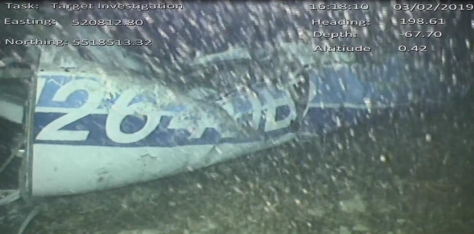 """ตร.ยืนยัน ร่างที่พบในซากเครื่องบินใต้ทะเล คือ """"ซาล่า"""""""