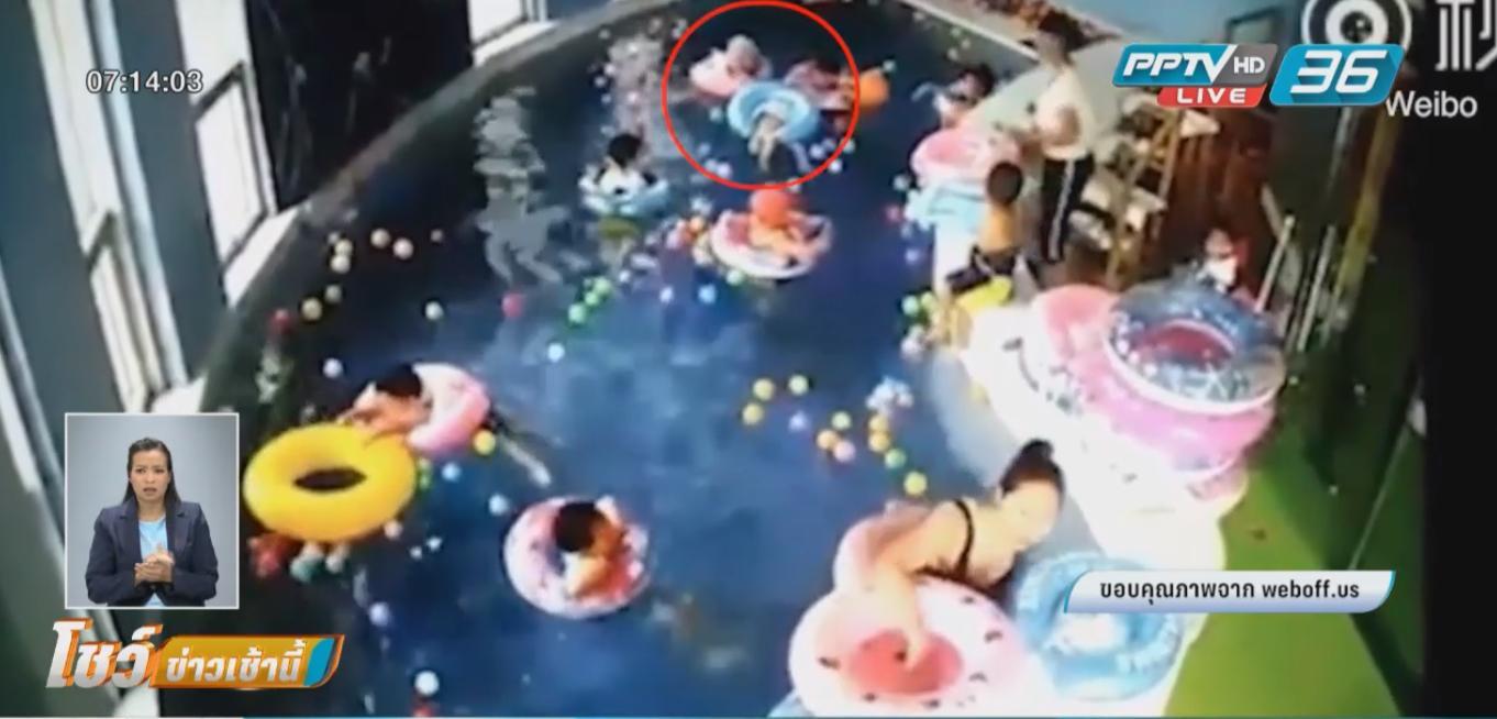 อุทาหรณ์! ครูสอนว่ายน้ำไม่เห็นเด็กวัย 3 ขวบ ห่วงยางคว่ำจมน้ำนาน 2 นาที