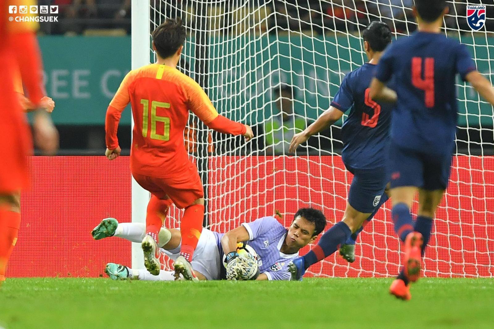 """ชนาธิป ซัดชัย! พา """"ช้างศึก"""" บุกชนะ """"จีน"""" 1-0 ทะลุชิงไชน่าคัพ"""