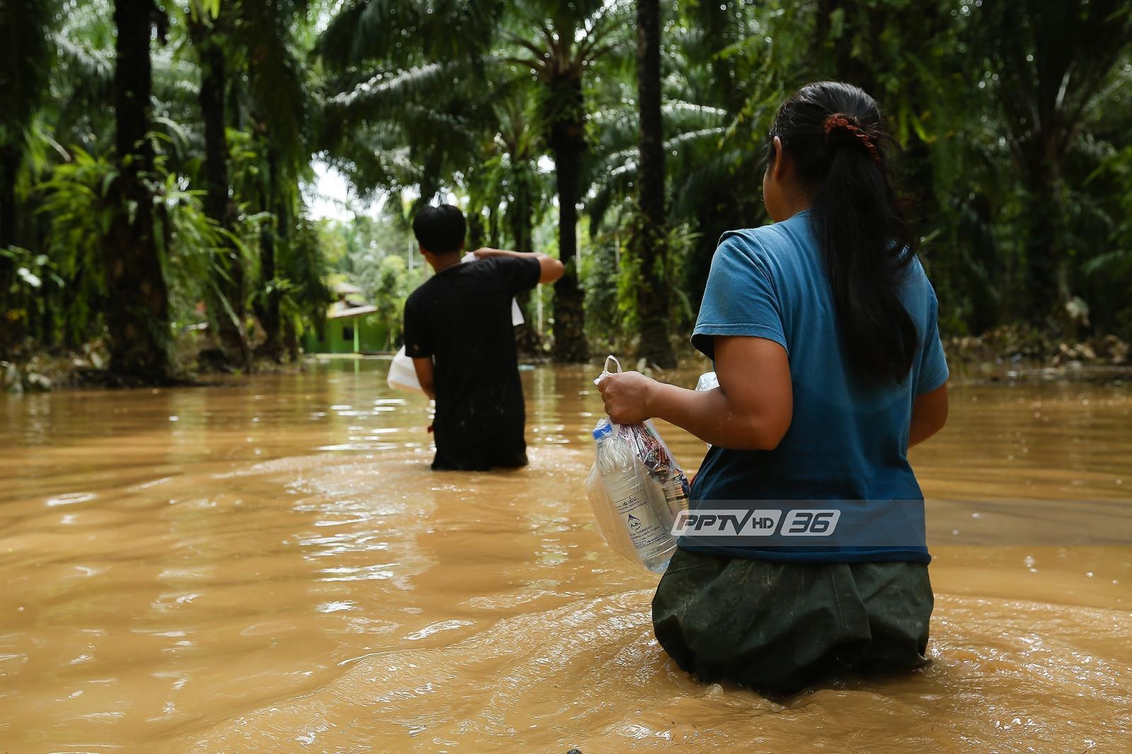 เจ้าหน้าที่เร่งช่วยชาวบ้าน อ.ท่าแซะ หลังน้ำท่วม 3 วัน