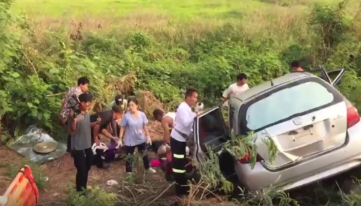 """สลด! นักร้องลูกทุ่ง """"ติ๋ว ธิติยา"""" เสียชีวิตจากอุบัติเหตุรถชน 4 คันรวด"""