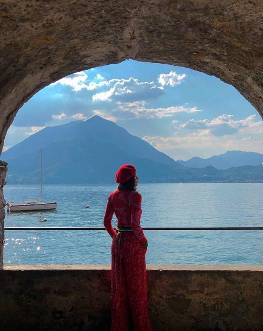 """""""ปุ๊กลุก ฝนทิพย์"""" หนีร้อนไปโชว์ความแซ่บริมทะเลสาบอิตาลี"""
