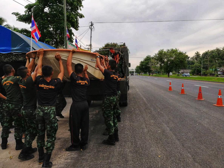 """ผบ.ทบ. สั่งกองทัพเตรียมช่วยเหลือประชาชน รับมือ """"พายุปาบึก"""""""