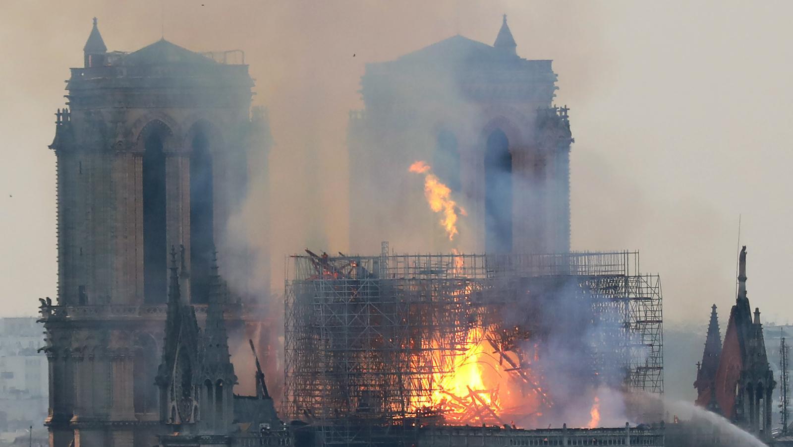 """เพลิงไหม้ """"มหาวิหารนอเทรอดาม"""" ในกรุงปารีส"""