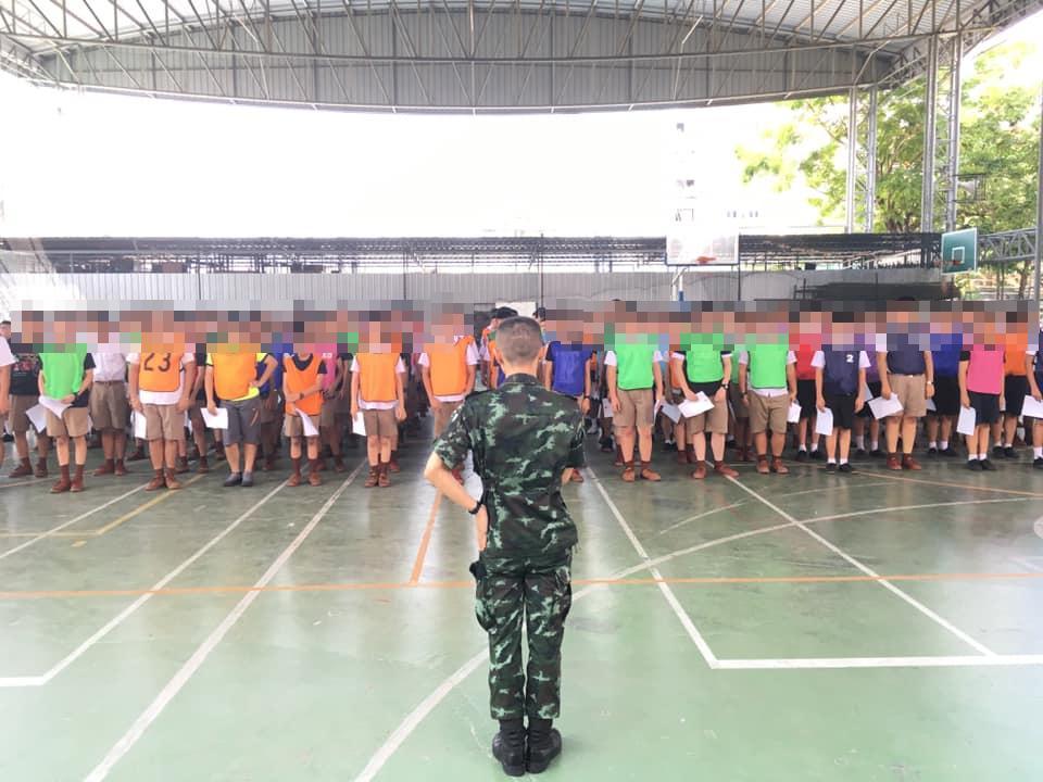 """ทหารเตรียมความพร้อมร่างกาย """"นักเรียนสามเสนฯ"""" ช่วงเรียนปรับพื้นฐาน"""