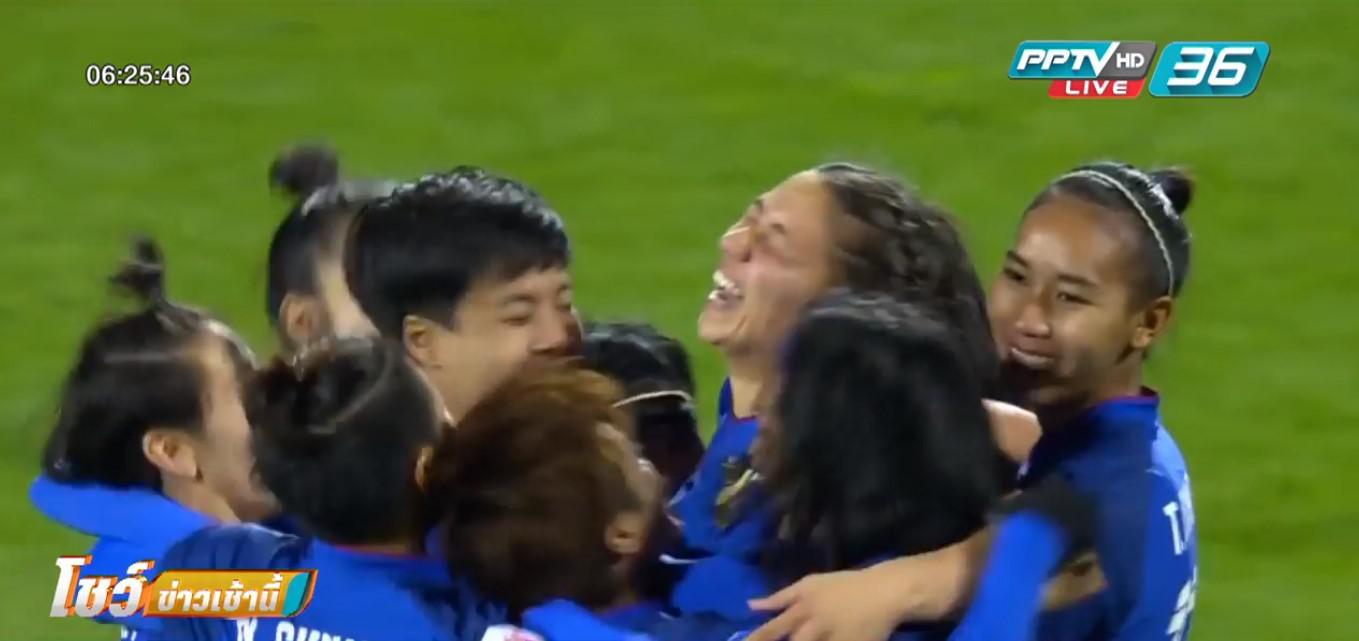 """""""มาดามแป้ง"""" ตั้งเป้าบอลหญิงไทยลิ่ว 4 ทีม ชี้แมตช์ดวลเวียดนามตัดสินชะตา"""