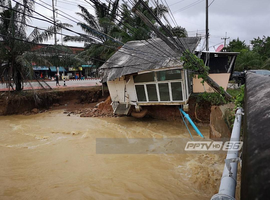 พังเสียหาย! ร้านอาหารริมคลอง อ.บางสะพาน ถูกน้ำกัดเซาะใกล้ถล่ม