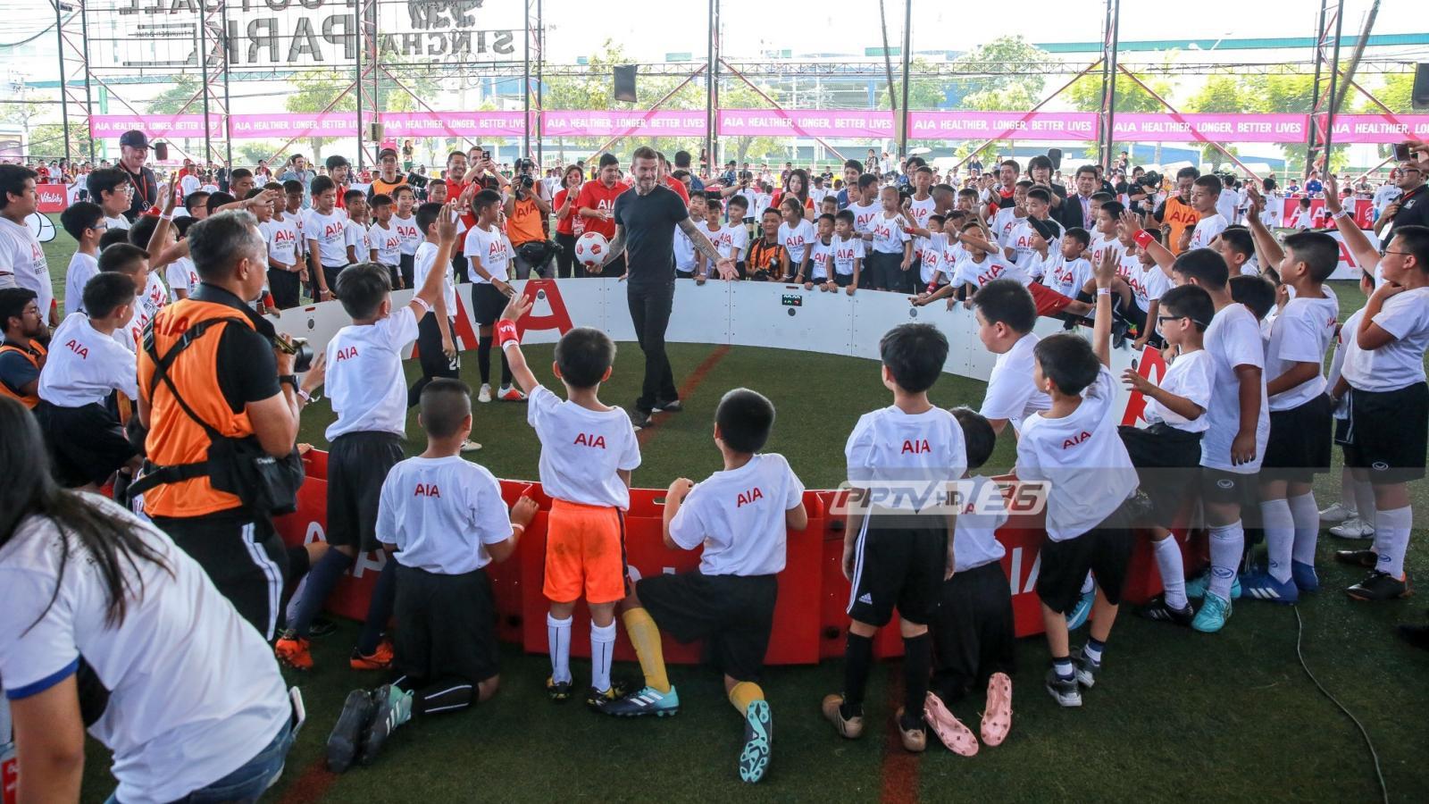 """""""เบ็คแฮม"""" ร่วมฟุตบอลคลินิก สร้างแรงบันดาลใจให้เด็กไทย"""