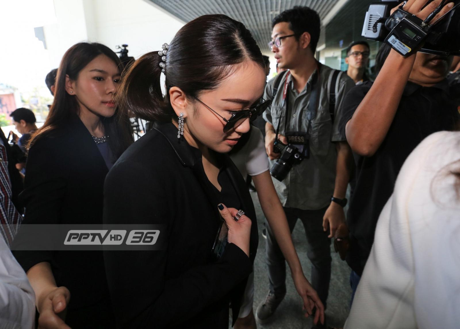 """""""โอ๊ค พานทองแท้"""" มาศาลให้การคดีทุจริตฟอกเงินกรุงไทย"""
