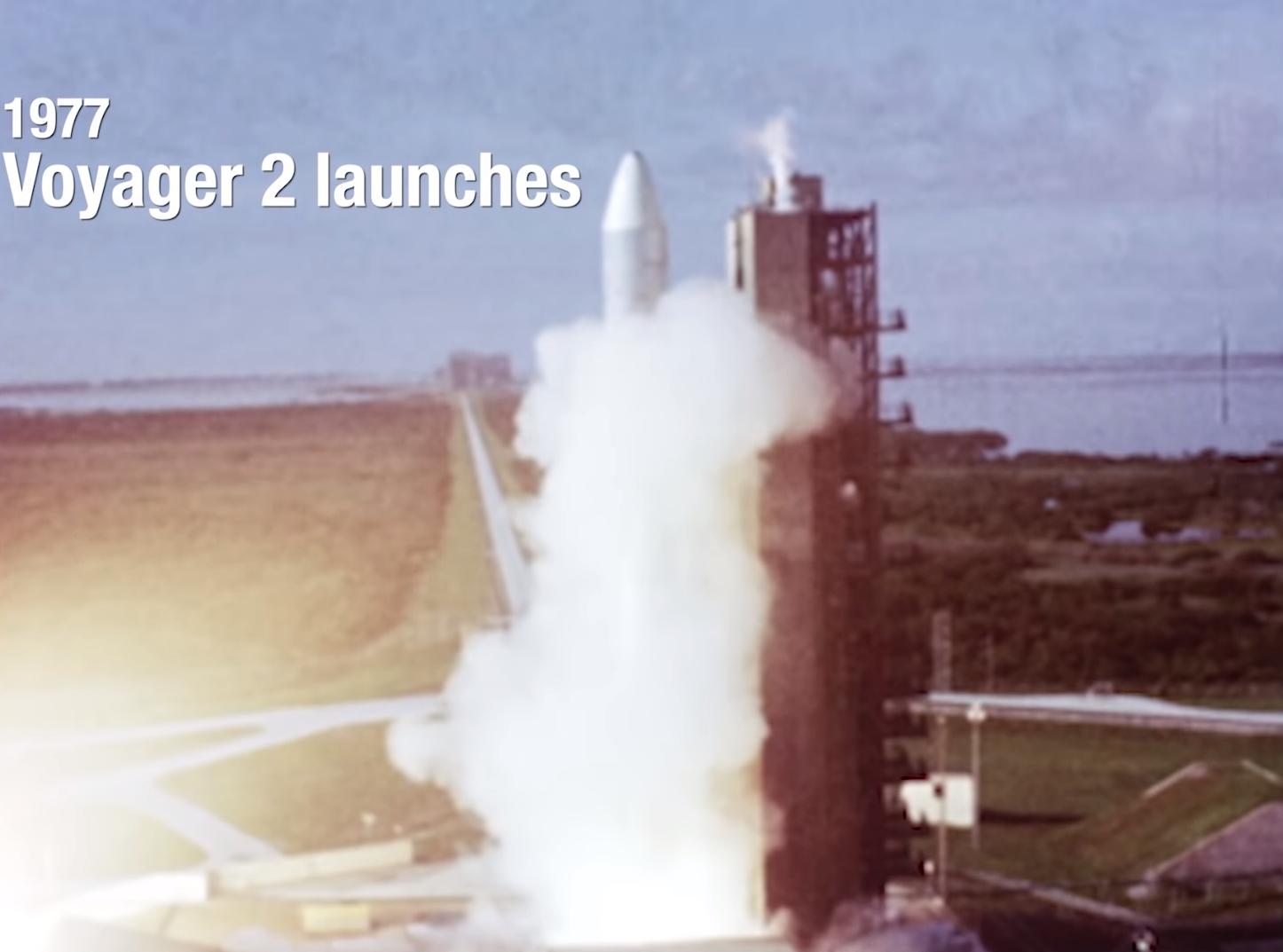 """ยาน """"วอยเอจเจอร์ 2"""" เดินทางออกนอกระบบสุริยะเป็นลำที่สอง"""